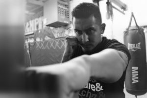 punching-heavy-bag-without-gloves